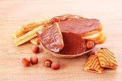 καρύδια μπισκότων σοκολά&t Στοκ εικόνες με δικαίωμα ελεύθερης χρήσης