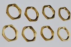 Καρύδια ορείχαλκου που χρησιμοποιούνται στα ηλεκτρικά στηρίζοντας τερματικά Στοκ εικόνα με δικαίωμα ελεύθερης χρήσης
