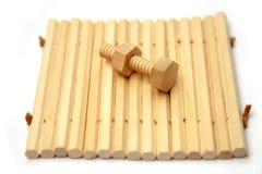 καρύδι μπουλονιών ξύλινο Στοκ φωτογραφίες με δικαίωμα ελεύθερης χρήσης