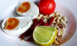 Καρύκευμα, αλατισμένη σαλάτα αυγών στοκ εικόνα