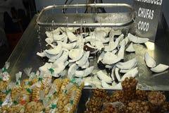 Καρύδα που κόβεται στα κομμάτια Στοκ φωτογραφία με δικαίωμα ελεύθερης χρήσης