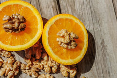 Καρύδια και πορτοκάλι Στοκ Εικόνες