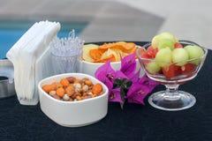 Καρύδια και φρούτα απεριτίφ Στοκ φωτογραφία με δικαίωμα ελεύθερης χρήσης