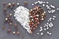 Καρδιά αλατιού και πιπεριών Στοκ φωτογραφίες με δικαίωμα ελεύθερης χρήσης