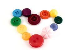 Καρδιά βαλεντίνων των κουμπιών επιλογής χρωμάτων Διάφορα ράβοντας κουμπιά καθορισμένα επάνω Στοκ φωτογραφία με δικαίωμα ελεύθερης χρήσης