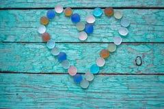 Καρδιά γυαλιού σε ένα πράσινο υπόβαθρο Στοκ Φωτογραφία