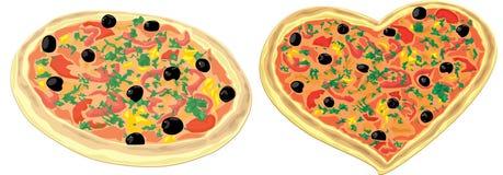 Καρδιά-διαμορφωμένη πίτσα και μια στρογγυλή πίτσα Στοκ φωτογραφία με δικαίωμα ελεύθερης χρήσης