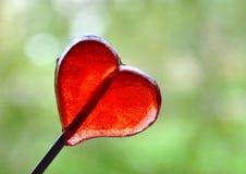 Καρδιά-διαμορφωμένο κόκκινο lollypop Στοκ εικόνα με δικαίωμα ελεύθερης χρήσης