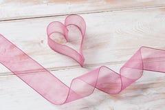 Καρδιά και κορδέλλα Organza Στοκ φωτογραφία με δικαίωμα ελεύθερης χρήσης