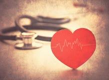Καρδιά και στηθοσκόπιο στοκ φωτογραφίες