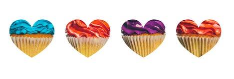 Καρδιά με ένα υπόβαθρο των ζωηρόχρωμων cupcakes στο λευκό Στοκ Εικόνες