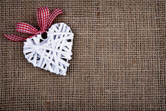 Καρδιά με την κορδέλλα Στοκ φωτογραφίες με δικαίωμα ελεύθερης χρήσης
