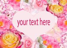 Καρδιά με τη θέση για το κείμενο στο υπόβαθρο λουλουδιών Στοκ φωτογραφία με δικαίωμα ελεύθερης χρήσης