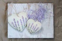 Καρδιά με lavender την εικόνα στο υπόβαθρο παλαιού Μαλακή εστίαση, τονισμός, τρόπος υποβάθρου στοκ φωτογραφία με δικαίωμα ελεύθερης χρήσης