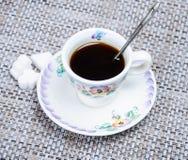 καρδιά μορφής πιάτων φλυτζανιών καφέ Στοκ εικόνα με δικαίωμα ελεύθερης χρήσης