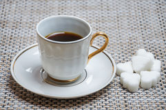 καρδιά μορφής πιάτων φλυτζανιών καφέ Στοκ Εικόνα