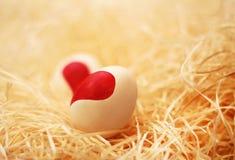 Καρδιά που επισύρεται την προσοχή στα αυγά Στοκ Φωτογραφίες