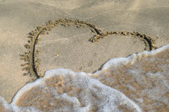 Καρδιά που επισύρεται την προσοχή στην άμμο παραλιών Στοκ εικόνα με δικαίωμα ελεύθερης χρήσης