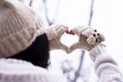 καρδιά που κάνει τη γυναί&kappa Στοκ Φωτογραφίες