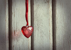 Καρδιά στην κόκκινη κορδέλλα Στοκ εικόνα με δικαίωμα ελεύθερης χρήσης