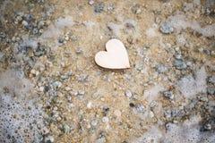 Καρδιά στην παραλία, θερινές διακοπές, ρομαντικές καλοκαιρινές διακοπές, SE Στοκ Φωτογραφία