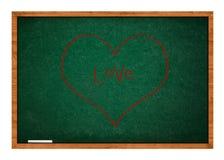 Καρδιά στον πράσινο πίνακα κιμωλίας Στοκ φωτογραφία με δικαίωμα ελεύθερης χρήσης