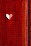 Καρδιά στο κατασκευασμένο ύφασμα στην ημέρα βαλεντίνων Στοκ φωτογραφίες με δικαίωμα ελεύθερης χρήσης