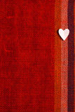 Καρδιά στο κατασκευασμένο ύφασμα στην ημέρα βαλεντίνων Στοκ φωτογραφία με δικαίωμα ελεύθερης χρήσης