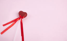 Καρδιά στο ρόδινο υπόβαθρο Στοκ εικόνες με δικαίωμα ελεύθερης χρήσης