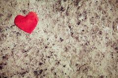 Καρδιά στο υπόβαθρο πετρών στοκ εικόνα