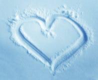 Καρδιά στο χιόνι, που σύρει στο χιόνι fractal ανασκόπησης μπλε φως εικόνας Στοκ εικόνα με δικαίωμα ελεύθερης χρήσης
