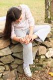 Καρδιά σχεδίων κοριτσιών στο πέλμα της στοκ εικόνες με δικαίωμα ελεύθερης χρήσης