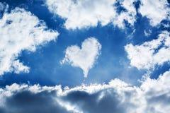 Καρδιά σύννεφων στον ουρανό Στοκ Φωτογραφία