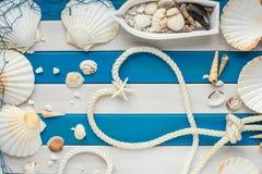 Καρδιά του σχοινιού Υποβολή προτάσεων της έννοιας θάλασσας Ανασκόπηση ημέρας βαλεντίνων Στοκ Εικόνες