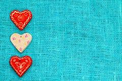 Καρδιά τρία τυρκουάζ ημερησίως βαλεντίνων ` s του ST υποβάθρου Στοκ Φωτογραφίες
