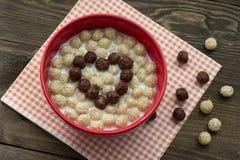 Καρδιά των σφαιρών chocolatel με το γάλα Στοκ Εικόνες