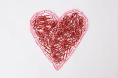 Καρδιά φιαγμένη από γραφείο paperclips στοκ φωτογραφίες