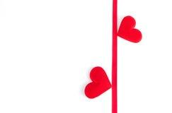 Καρδιά δύο με την κόκκινη κορδέλλα Στοκ Εικόνα