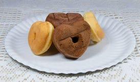 Καρδιά Donuts που διαμορφώνεται Στοκ φωτογραφία με δικαίωμα ελεύθερης χρήσης