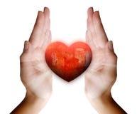Καρδιές αγάπης σε έναν πάγκο Στοκ φωτογραφία με δικαίωμα ελεύθερης χρήσης