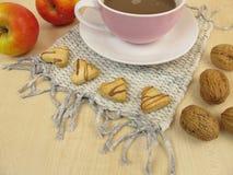 Καρδιές και καφές μπισκότων Στοκ Φωτογραφίες