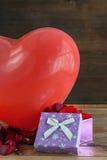 Καρδιές και λουλούδια για την ημέρα του βαλεντίνου Στοκ Φωτογραφία