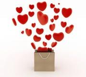 Καρδιές που πέφτουν ως δώρα σε μια υπεραγορά τσαντών Η έννοια ενός δώρου με την αγάπη Στοκ Φωτογραφίες