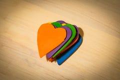 Καρδιές που συσσωρεύονται στα διαφορετικά χρώματα Στοκ Εικόνες