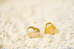 Καρδιές στην άμμο στην έννοια παραλιών του αισθήματος Στοκ Φωτογραφίες
