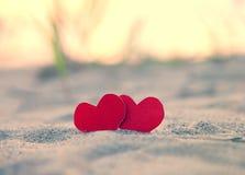 Καρδιές στην ακτή Στοκ φωτογραφίες με δικαίωμα ελεύθερης χρήσης