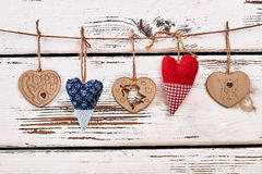 Καρδιές στη συμβολοσειρά στοκ φωτογραφία με δικαίωμα ελεύθερης χρήσης