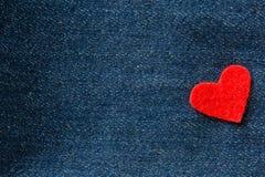 Καρδιές στο υπόβαθρο τζιν Στοκ Φωτογραφίες