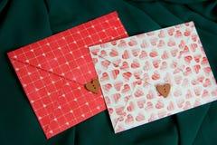 Καρδιές στο φάκελο Στοκ φωτογραφία με δικαίωμα ελεύθερης χρήσης