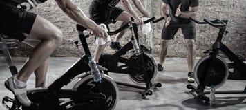 Καρδιο κατάρτιση στο ποδήλατο στοκ φωτογραφία με δικαίωμα ελεύθερης χρήσης